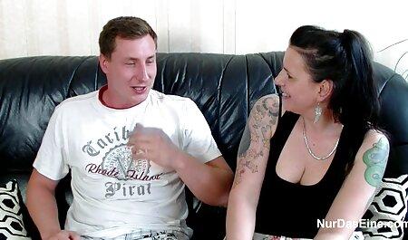 Sexy Babe kostenlos pornos gucken spielt mit ihrer engen Muschi