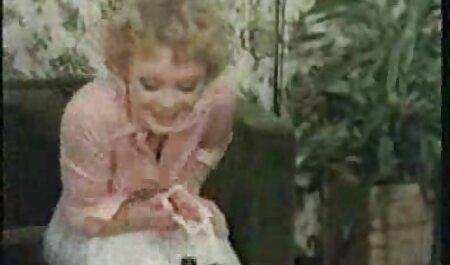 Der Ehemann jubelt freie pornos ansehen seiner Frau zu, während sie einen BBC fickt