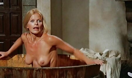 Twistys gratis pornofilme sehen - Sexy Brünette Georgia Jones strippt & masturbiert